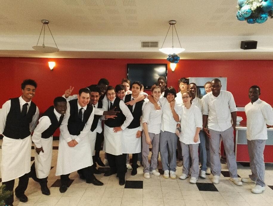 Les jeunes de la brasserie lyc es technologique et for Apprentissage cuisine paris