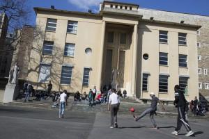 Lycée et IES Sainte Thérèse - Le lycée technique - la cour