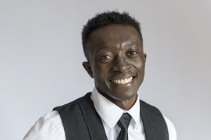 Peter Muyaya en 1ère année de CAP service au lycée technologique et professionnel Service Brasserie Café Ste Thérèse d'Apprentis d'Auteuil, à Paris (75)