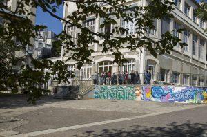 Rentrée scolaire au lycée Sainte-Thérèse. Les nouveaux élèves visitent le lycée.