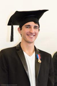 Remise de la médaille du BAC par Dominique Muller, chef d'étalissement lors de la f ête de la Réussite au Lycée Ste Thérèse d'Apprentis d'Auteuil à Paris (75), France